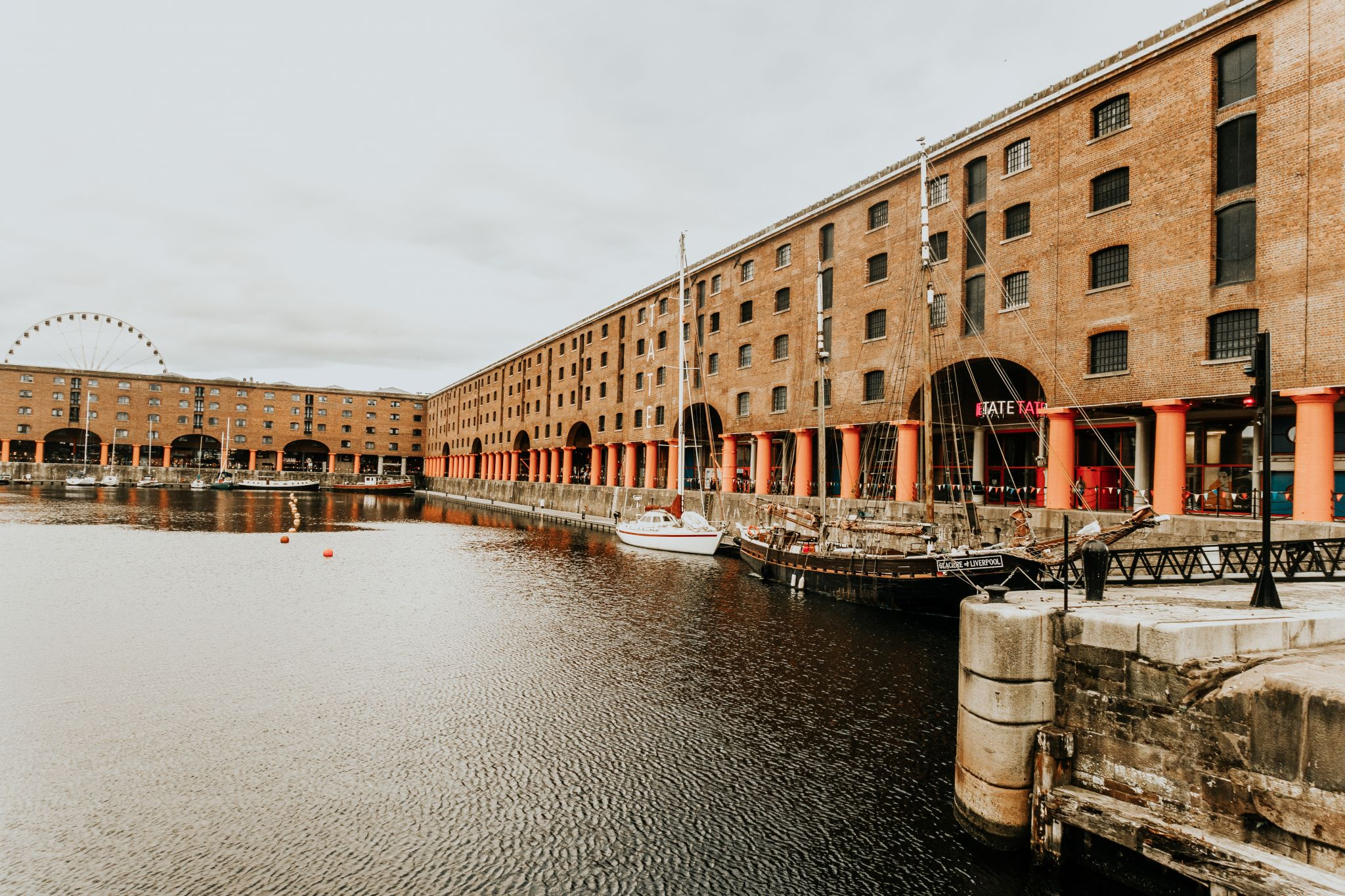 albert docks - SOPHIE EGGLETON (3 of 6)